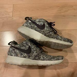 Nike Camo Print Roshe Runs